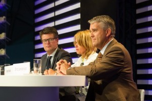 Panelleden tijdens KNB congress 2015.  Jelger de Kroon, Karen Verkerk en Ernst Loendersloot (links naar rechts) spreken 900 collega's toe.